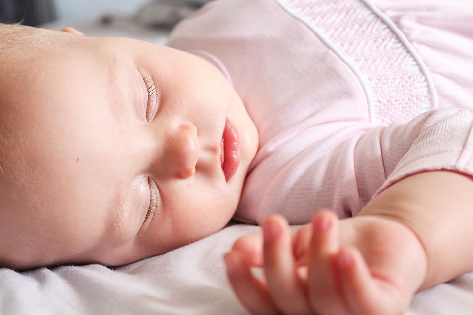 Ύπνος στην πλάτη, παιχνίδι στην κοιλιά